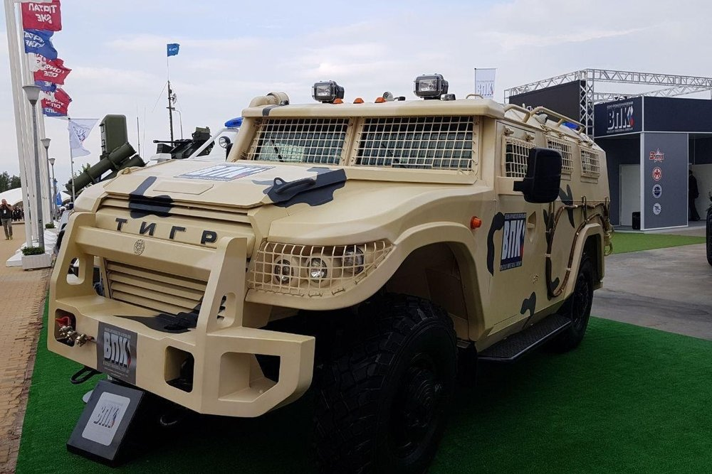 How to distinguish a regular vehicle from an armored car